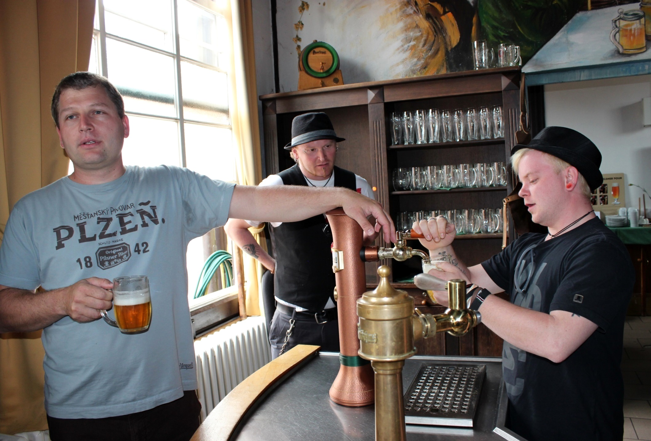 the bartender makes the beer – osa2